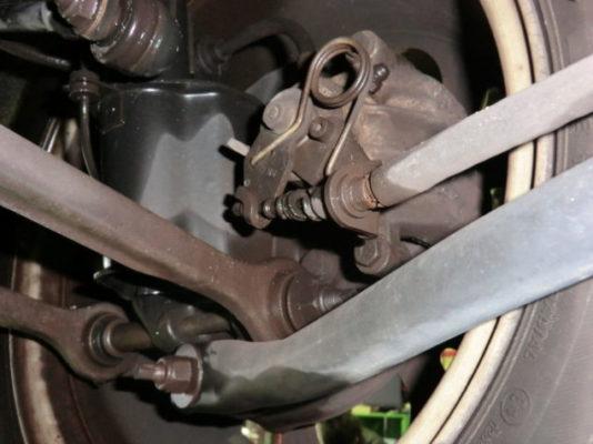 156系のサスペンションはコストの費やされた設計だけに、FF車特有の簡素なリヤサスペンションとは異なり、点検項目が多いです。