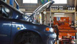 ムルティプラ クラッチ系統の整備開始<br>リビルトフライホイールで作業もスムーズ