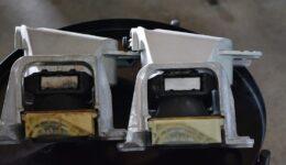 メガーヌ3RS トロフィーS エンジンマウント付近の汚れ