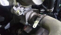 フィアット500ツインエアーはサーモスタット交換作業です。